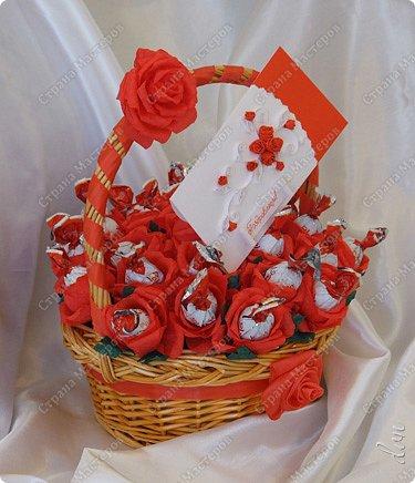Свит-дизайн Свадьба Моделирование конструирование Букет из конфет Бумага гофрированная Ленты Пенопласт фото 2