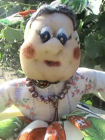 Ещё одна работа на которую вдохновила Ликма. Кукла-пакетница и полотеничница (мешок для пакетов под полотенцем). фото 2