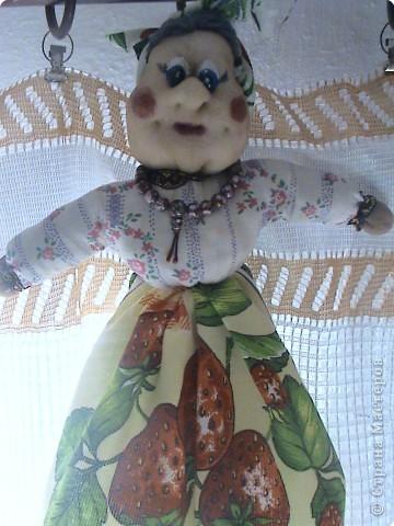 Ещё одна работа на которую вдохновила Ликма. Кукла-пакетница и полотеничница (мешок для пакетов под полотенцем). фото 3