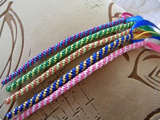 Плетение: Вот наплели с дочкой фенечек и уже раздарили подружкам