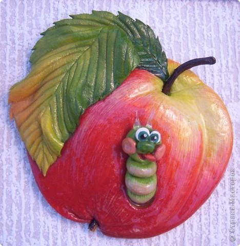 """""""А вот и Я!!!"""" Очень много яблок с червячком делала - мило... Людям нравится, тоже """"фишка"""".  фото 1"""