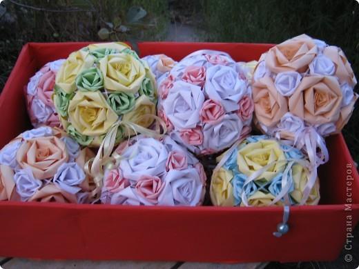 """Вот такими кусудамками украшала двор к свадьбе дочери, сделала 17 штук. Я вешала их на лозу винограда, очень красиво получилось.  Это все что осталось, гости просили подарить такие """"шарики"""" на память о свадьбе. фото 4"""