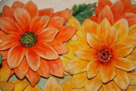 Недавно поймала себя на мысли, что мне очень нравяться эти цветы. И пришла в голову вот такая идея - создать панно из любимых цветов, которые никогда не завянут.  фото 3