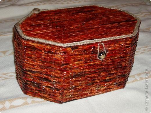 Большое спасибо Физалие за идею и ее шкатулочки.Понравилась ее работа, вот и решила сотворить себе такую. Совместное творение с мужем. Он вырезал коробку, покрывал лаком и обклеил внутри обоями.  Покрывали лаком ХВ, цвет красное дерево. фото 1