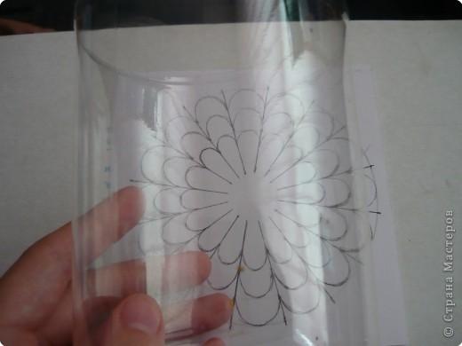Вот такие цветочки сделала на днях из пластиковых бутылок. фото 4