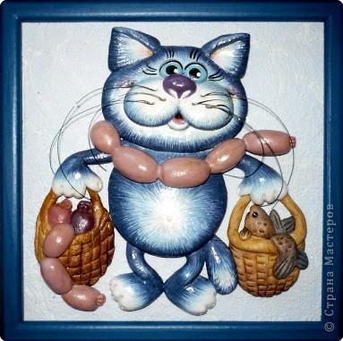 """Лепим """"Кота с авоськами"""". Тесто традиционное, я этот рецепт услышала лет 12 назад, до сих пор только им и пользуюсь. Соленое тесто: 300 гр. муки (2 стакана), 300 гр. соли """"Экстра"""" (1 стакан), 200 мг. воды (почти полный стакан), 1 ст. ложка подсолн. масла (а можно и без него). Если необходимо нежное тесто, то соль """"Экстра"""" просеиваю через сито. После замеса тесто складываю в полэт. пакет и в холодильник. Лепкой занимаюсь на следующий день. А пока продумываю сюжет - эскизы. вот пример... фото 1"""