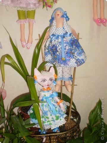 Домашние феечки. Сшиты по одной выкройке. (кроме птичницы) Расставила кукол к съемке и решила Вам тоже  показать. Тильд шью 2,5 месяца. Посчитала что сшила  примерно 50 кукол. фото 4