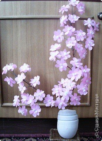 Веточка сакура из гофрированной бумаги фото 1