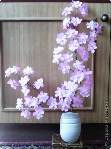 Веточка сакура из гофрированной бумаги фото 6