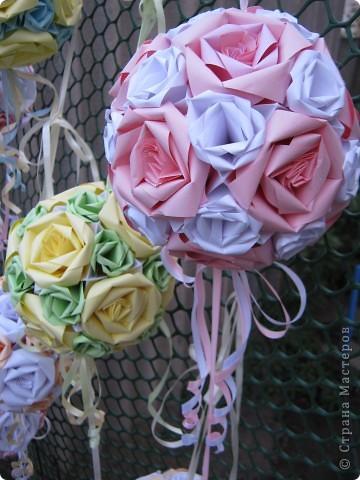 """Вот такими кусудамками украшала двор к свадьбе дочери, сделала 17 штук. Я вешала их на лозу винограда, очень красиво получилось.  Это все что осталось, гости просили подарить такие """"шарики"""" на память о свадьбе. фото 2"""