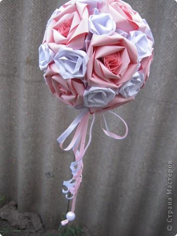"""Вот такими кусудамками украшала двор к свадьбе дочери, сделала 17 штук. Я вешала их на лозу винограда, очень красиво получилось.  Это все что осталось, гости просили подарить такие """"шарики"""" на память о свадьбе. фото 3"""