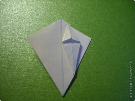 На цветочек я взяла квадрат стороной 5см, но ландыш получился большой, поэтому лучше выбрать сторону поменьше, например 4-3см, но для этого нужна тоненькая белая бумага фото 12