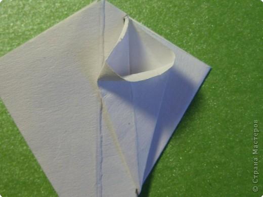 На цветочек я взяла квадрат стороной 5см, но ландыш получился большой, поэтому лучше выбрать сторону поменьше, например 4-3см, но для этого нужна тоненькая белая бумага фото 13
