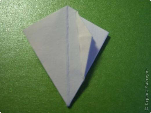 На цветочек я взяла квадрат стороной 5см, но ландыш получился большой, поэтому лучше выбрать сторону поменьше, например 4-3см, но для этого нужна тоненькая белая бумага фото 15