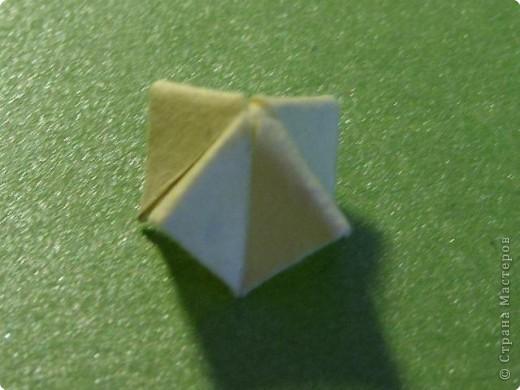 На цветочек я взяла квадрат стороной 5см, но ландыш получился большой, поэтому лучше выбрать сторону поменьше, например 4-3см, но для этого нужна тоненькая белая бумага фото 26