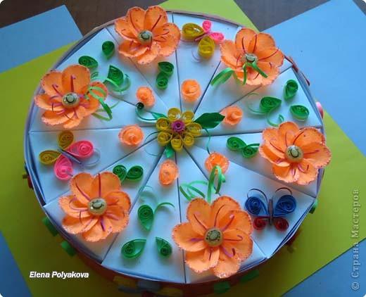 """Вчера у моей начальницы был юбилей и, в честь такого знаменательного дня, я приготовила вот такой тортик.  Первоначально планировалось в каждый кусочек вложить короткие поздравления юбилярше, но не получилось... И мы просто на каждой стороне кусочка ярким маркером написали свои пожелания (счастья, удачи, любви, и т.д - всего 24), получился своеобразный """"торт пожеланий""""! А вдохновил меня """"Торт с сюрпризом"""" от Anjuta http://stranamasterov.ru/node/25622 фото 1"""