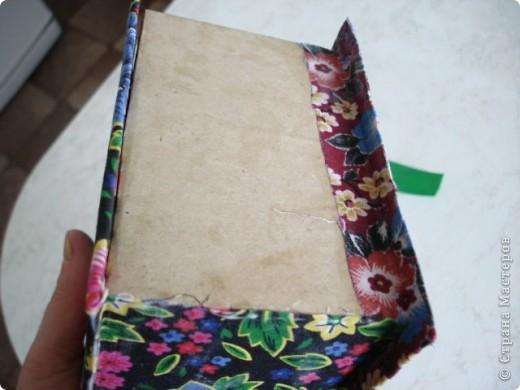 Вот такую шкатулку я сделала из картона и материала. фото 6