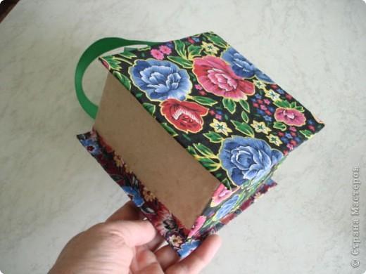 Вот такую шкатулку я сделала из картона и материала. фото 5