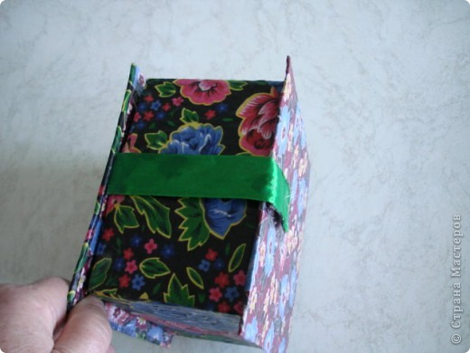 Вот такую шкатулку я сделала из картона и материала. фото 8