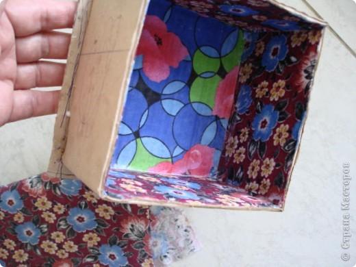Вот такую шкатулку я сделала из картона и материала. фото 4