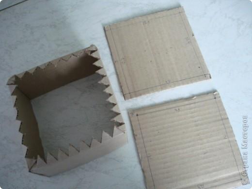 Вот такую шкатулку я сделала из картона и материала. фото 2