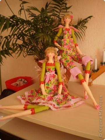 Цветочница. Теперь шью сразу по две куклы. Дошила сестренку для садовницы. фото 3