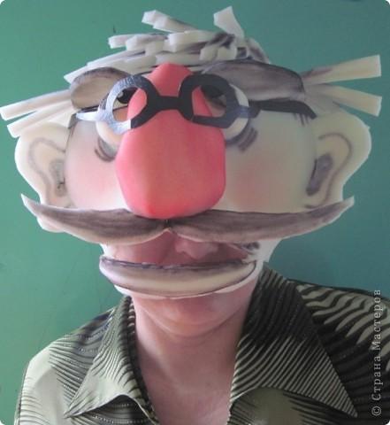 Дорогие жители и гости Страны Мастеров! Помните, я Вам обещала выставить фото с масками чудесного педагога нашего Центра Детского Творчества - Ольги Сергеевны Асеевой. Вот, обещанное перед Вами, на Ваше обозрение, на Ваш суд. В каждую работу Ольга вкладывает всю свою фантазию, продумывает всё до мелочи. В этом Вы убедитесь, просмотрев фотосессию. Фото выставлены с разрешения автора. Дополнение 20.12.2011г.:Дорогие гости моего блога! Пожалуйста ВНИМАТЕЛЬНО читайте эту страничку!!! Я выставила авторские работы своей коллеги (Естественно, с её разрешения). Авкройки делает она сама НЕ ПО ЧЕРТЕЖАМ, а от РУКИ. Выкроек ГОТОВЫХ У НЕЁ НЕТ!!! Пожалуйста, не просите выслать выкройки, их просто НЕТ! Ольга Сергеевна работает без шаблонов и выкроек. Её работы не только уникальны, это - эксклюзив! Я могла бы ещё много её работ показать, но сайт так долго загружает фото и текст, что мне просто жалко своего времени. Извините... На первом фото - ДАМА. Просто - модная дама. фото 8