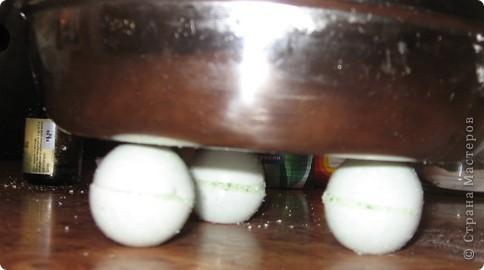 Решила поделиться опытом изготовления бомбочек для ванной. Я их делала сразу много на подарок, буду рассказывать на примере одних. Основа везде одинакова, отличаются только наполнителями и маслами. фото 9