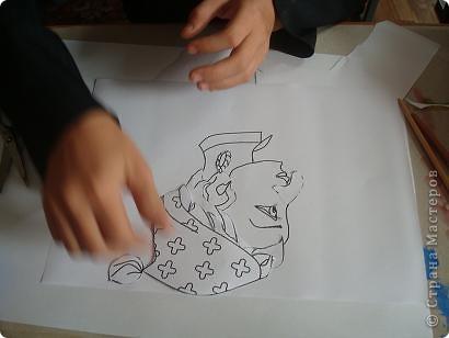 Это интегрированный урок-шутка. На нем ребятам предлагалось из отдельных деталей  с помощью аппликации создать портрет своего сказочного героя. фото 4
