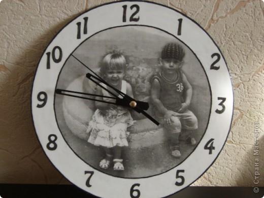 Часы сделаны в подарок подруге. Изображены наши дети.