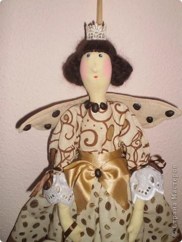 Сшита по выкройке банного ангела, Ароматизирована молотым кофе и корицей (в крылышках и сердечке). Рост 55 см. фото 3