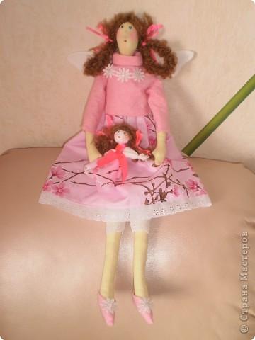 Девочка- феечка с куклой Рост 55 см. В руках куколка сделана как народная. фото 1
