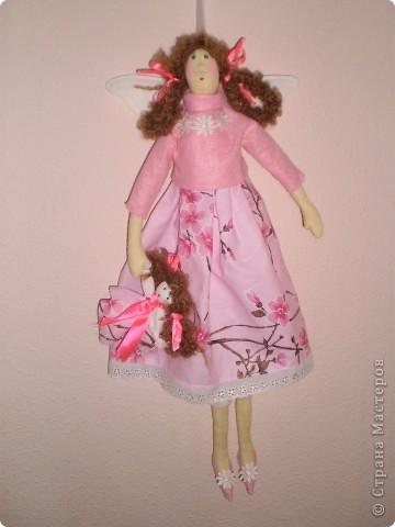 Девочка- феечка с куклой Рост 55 см. В руках куколка сделана как народная. фото 2