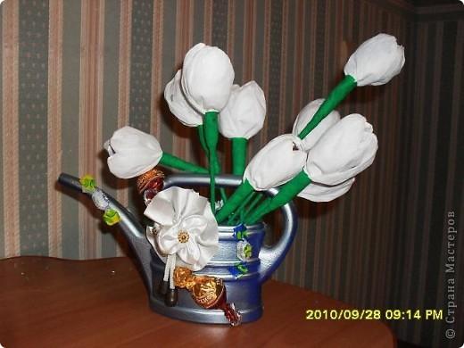 Мы с дочерью решили поздравить учителей не традиционными букетами цветов и конфетами, а вот такими букетиками из конфет. фото 8