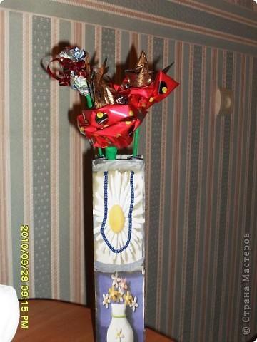 Мы с дочерью решили поздравить учителей не традиционными букетами цветов и конфетами, а вот такими букетиками из конфет. фото 12