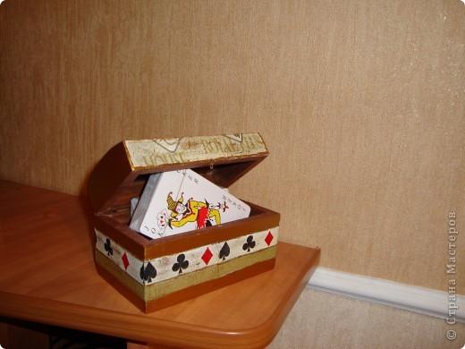 Деревянная шкатулка на две колоды карт.Покрашена золотой акриловой краской на фото не передалось. фото 1