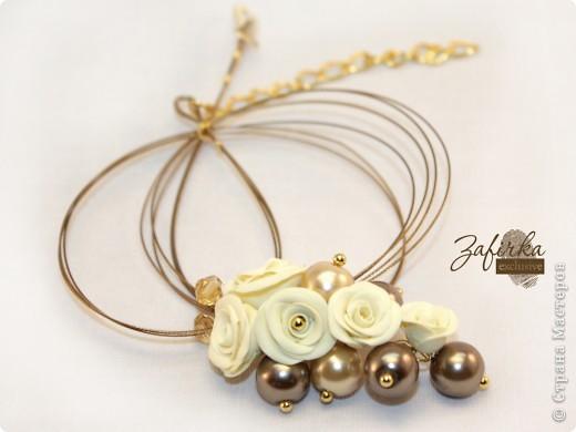 Это кулон на ювелирном тросике, еще получился браслет-погремушка, кольцо и серьги. Ну очень роскошный комплект, по-королевски смотрится.  фото 1