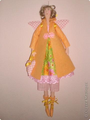 Осенний ангел. Новая выкройка Тони. Рост 65 см. Пальто и сапоги из вискозной салфетки. Волосы от резинки для волос.  фото 2