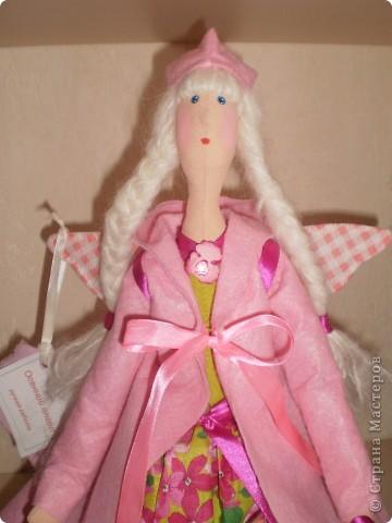 Розовый ангел в пальто фото 2