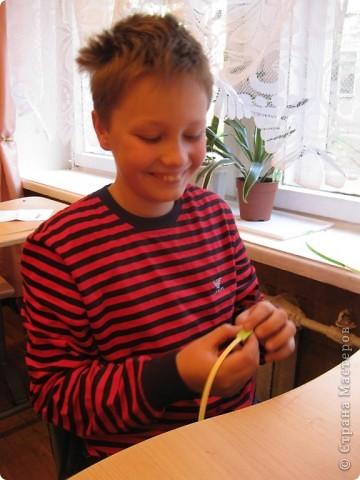 Сегодня после долгого перерыва, с мая по октябрь, мы возобновили занятия с детьми. В качестве разминки пальчиков им был предложен квиллинг. фото 3