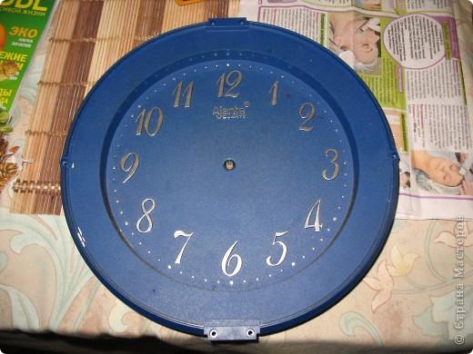 Не давала моя мама мне выкинуть старые при страшные часы и я решила подарить им вторую жизнь))). Это конечный результат, а на втором фото часы в своём старом облике. фото 2