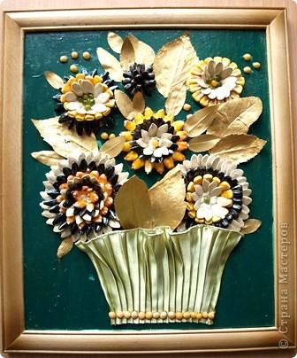 Увидели такие цветочки на любимом сайте и не удержались от соблазна сотворить похожий цветущий вазончик.