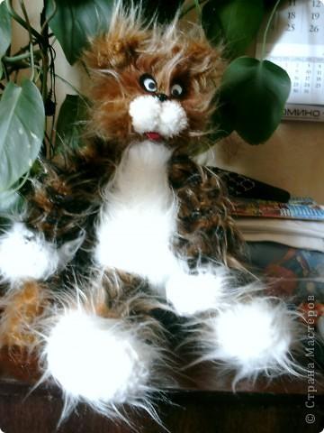 кот связан из искуственного меха фото 1