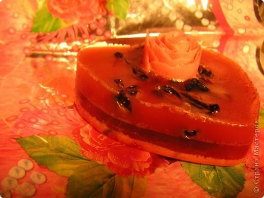 Состав: мыльная основа прозрачная, масло апельсиновое, оливковое, розы, гранатовый сок фото 2