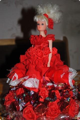 Это моя первая работа в технике сладкий букет. Была сделана преподавателю по танцам, хотелось чтобы получилась испанка, но не нашлось куклы с черными волосами, сплошные блондинки кругом. Строго не судите. Идея и техника взята с Осинки. Спасибо. фото 1