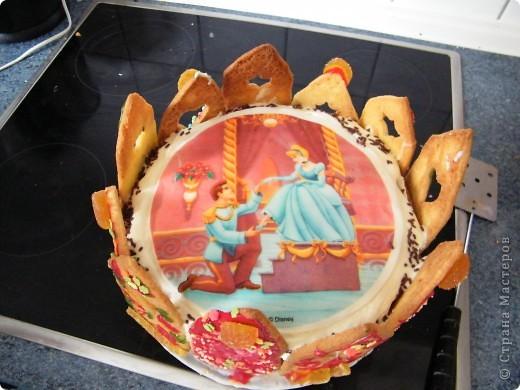 Тортик для Золушки.  Внутри  купленное украшение  из съедобной бумаги фото 3