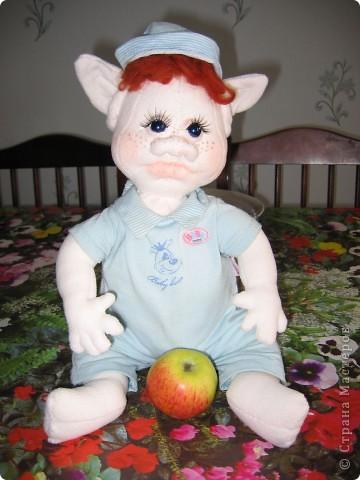 Жил был тролик Моня.Ел яблочки и скучал. Однажды написала тетя Лена,что хочет усыновить Моню,да не одного.а сразу двоих....А ведь у Мони-то братика не было..... фото 1