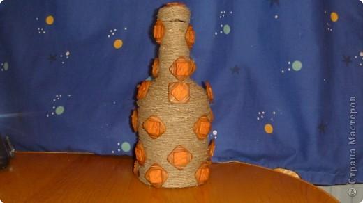 Ну вот и я решила, тоже попробовать украсить бутылку, только вот не очень то и получилось, но буду учиться.