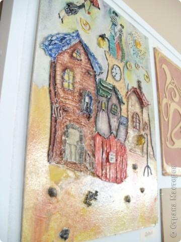 Работы выполнены из обычной  финишной шпаклевки (уже готовой). Выполняются различные рельефности по поверхности (чем угодно, насколько хватит фантазии) после высыхания красятся гуашью и покрываются бесцветным мебельным лаком. Такие панно можно выполнять прямо на стене. фото 11