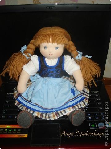 Вальдорфская куколка в баварском стиле :)  МАтериалы - хлопковый трикотаж, шерстяной сливер, волосы - шесть мериноса, одежда хлопок.  Рост 33 см Характер ангельский :))) фото 3